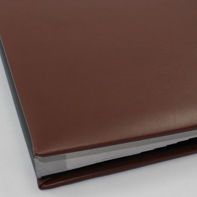 Signature Folder made of Smooth Full Grain Leather in Brown - Vera Donna